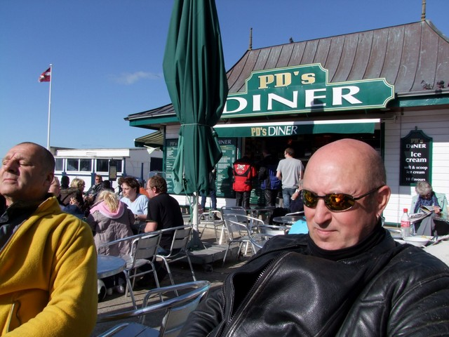 Windsor and Bonzo outside PD's Diner in Aberystwyth