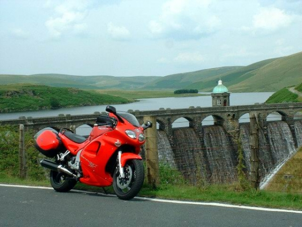 Rig's Triumph Sprint ST 955i at Elan Valley in 2002