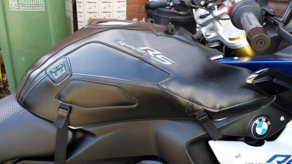 Bagster BMW R1200RS tank cover