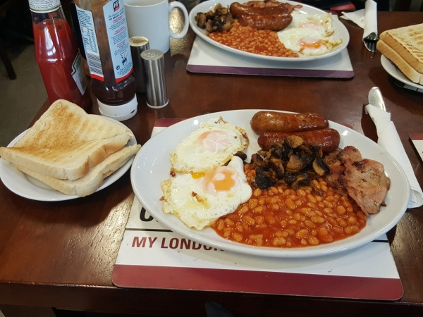 Reg's Cafe Large Full English Breakfast