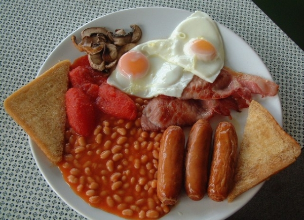 A Fromes Hill cafe Full English breakfast