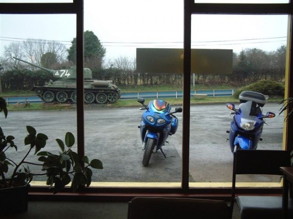 Rig's Triumph Sprint ST outside Fromes Hill Cafe